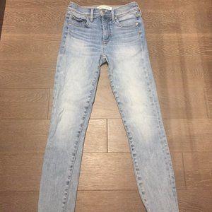 Denim Forum light blue mid-rise skinny crop jeans